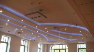 Монтаж подвесного потолка из влагостойкого гипсокартона.