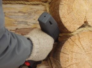 Можно ли выполнить ремонт деревянного строения своими руками?