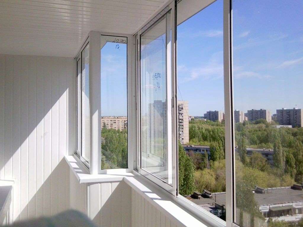 Необходимость, особенности, достоинства и недостатки холодного и тёплого остекления балконов