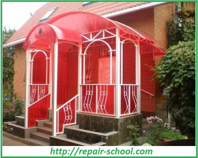 Крыльцо дома с поликарбоната
