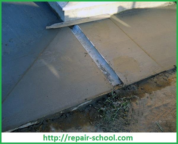 Устройство бетонной отмостки и монтаж водоотводной трубы