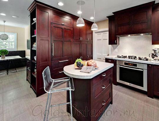 Шкаф отделяет гостиную зону от кухонной