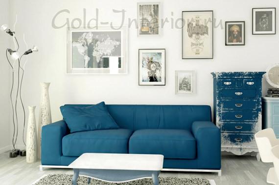 Синий диван строгой геометрической формы