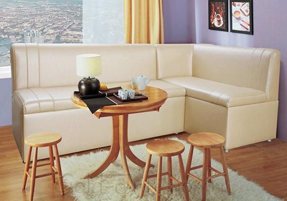 Раскладной диван из деревянного массива в интерьере обеденной зоны