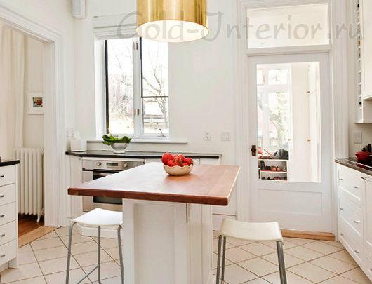 Отделение кухни от гостиной кафелем и ламинатом