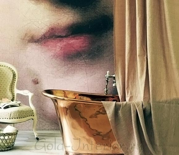 Стильная фреска-портрет в ванной