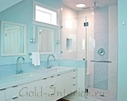 Градиент голубых оттенков в ванной