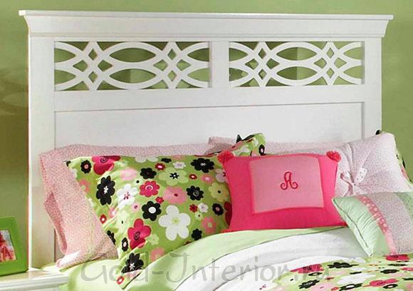 Фисташковый цвет с розовым в декорировании спальни